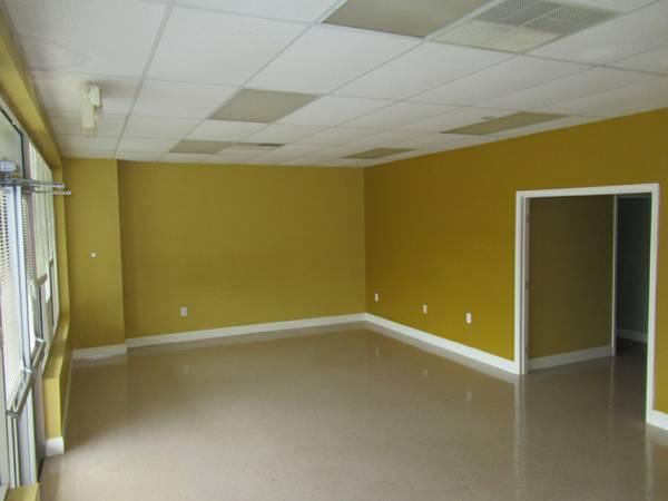 main entryway with vinyl floor
